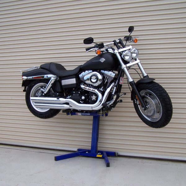 Harley Davidson FatBob on EazyRizer Big Blue