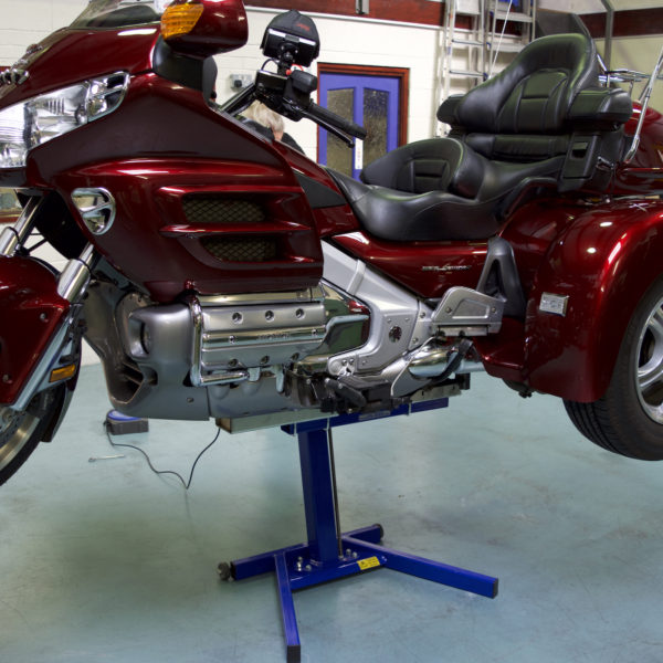 1800 Gold Wing Trike on EazyRizer Big Blue Professional Lift